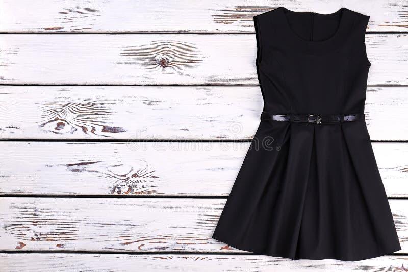 Śliczna berbeć dziewczyn czerni suknia zdjęcie stock