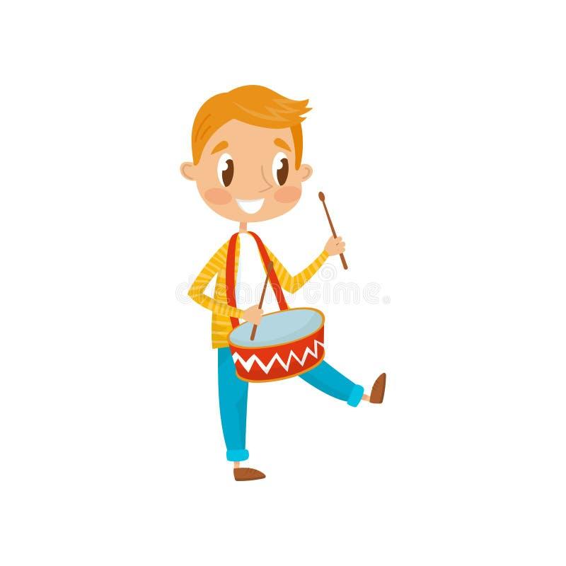 Śliczna chłopiec bawić się bęben, mały muzyka charakter z instrument muzyczny kreskówki wektorową ilustracją na bielu ilustracji