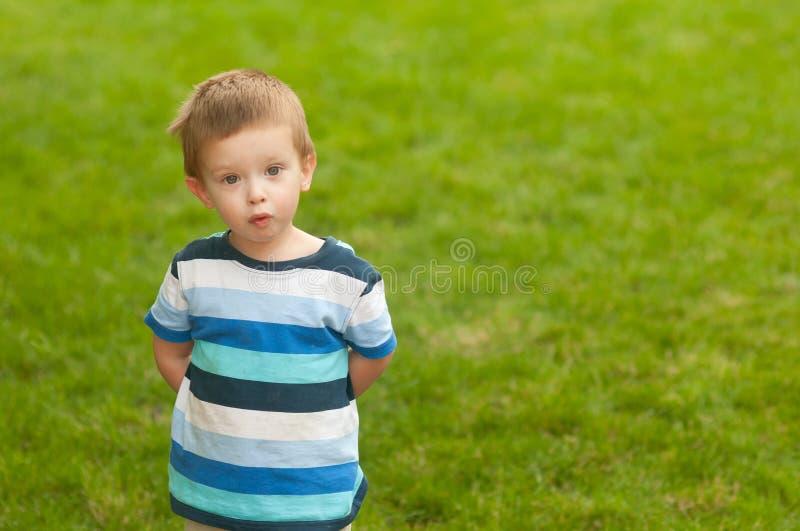 śliczna chłopiec twarz zaskakujący jego mały spojrzenie obrazy royalty free