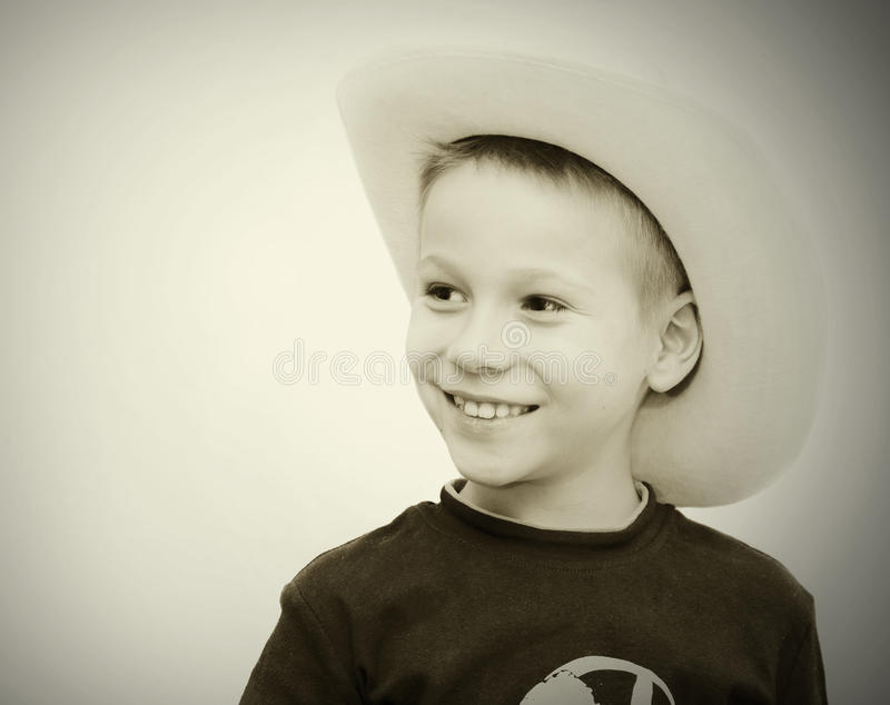 Śliczna chłopiec w kowboja kapeluszu fotografia stock