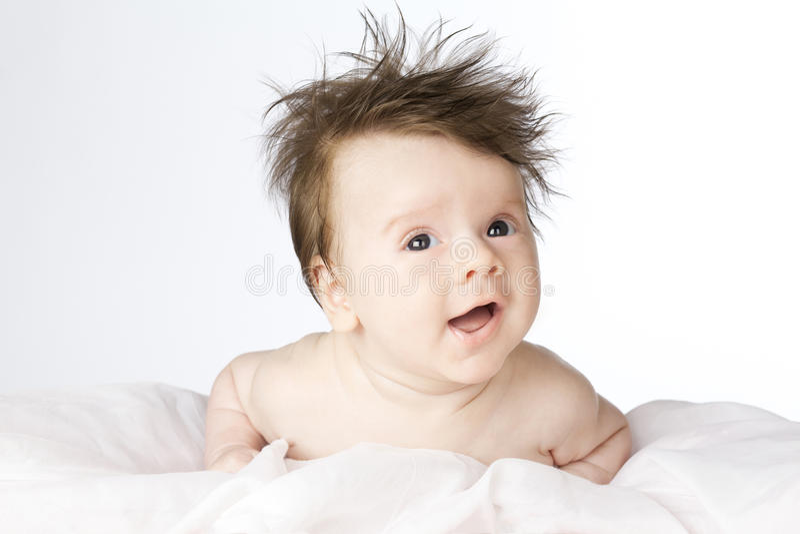 Śliczna chłopiec z długie włosy. zdjęcia stock