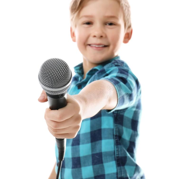 Śliczna chłopiec z mikrofonem na bielu obraz royalty free