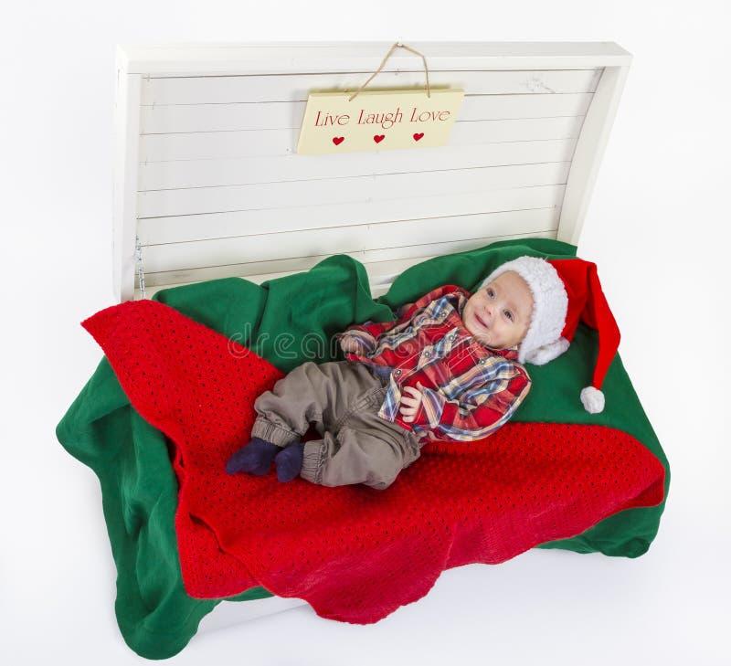 Śliczna chłopiec z Santa Claus kapeluszem fotografia royalty free