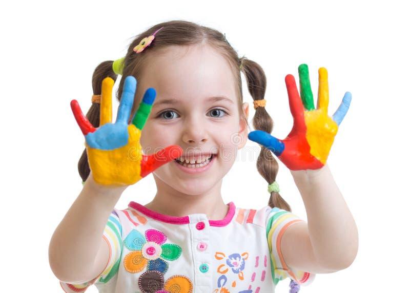 Śliczna dziecko dziewczyna zabawę barwi ona ręki fotografia royalty free