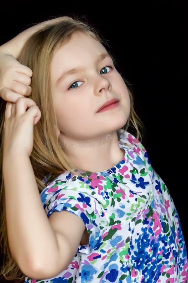 Śliczna dziewczyna na czarnym tle w błękit sukni obrazy royalty free