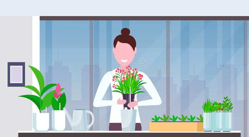 Śliczna dziewczyny gospodyni domowej przeszczepiania roślina w nowego garnka szczęśliwą kobietę bierze opiekę kwiatu mieszkania n ilustracja wektor