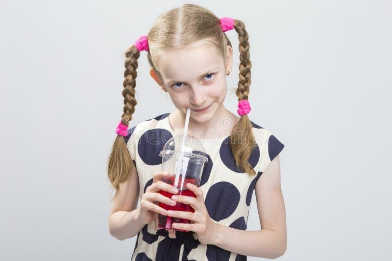 Śliczna i Ciekawa Kaukaska Blond dziewczyna Z Pigtails zdjęcie royalty free