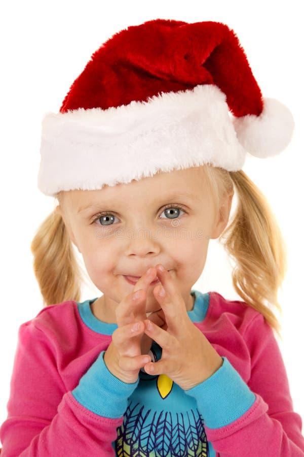 Śliczna młoda dziewczyna jest ubranym Santa kapelusz z ona wpólnie ręki zdjęcie royalty free
