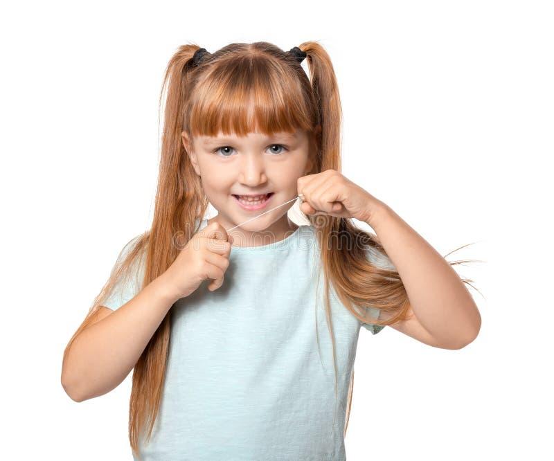 Śliczna mała dziewczynka flossing jej zęby na białym tle obraz royalty free