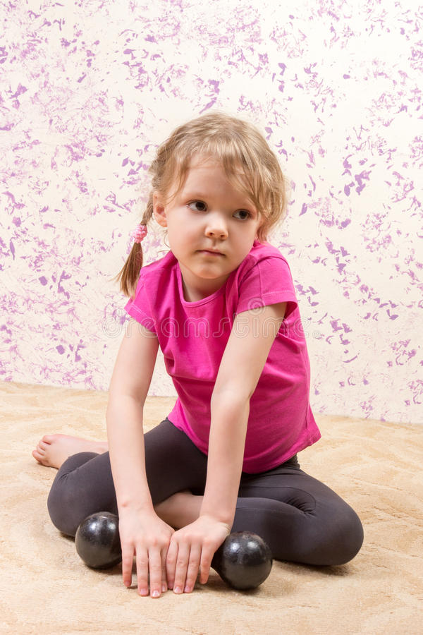 Śliczna mała dziewczynka z usypu dzwonem obraz stock
