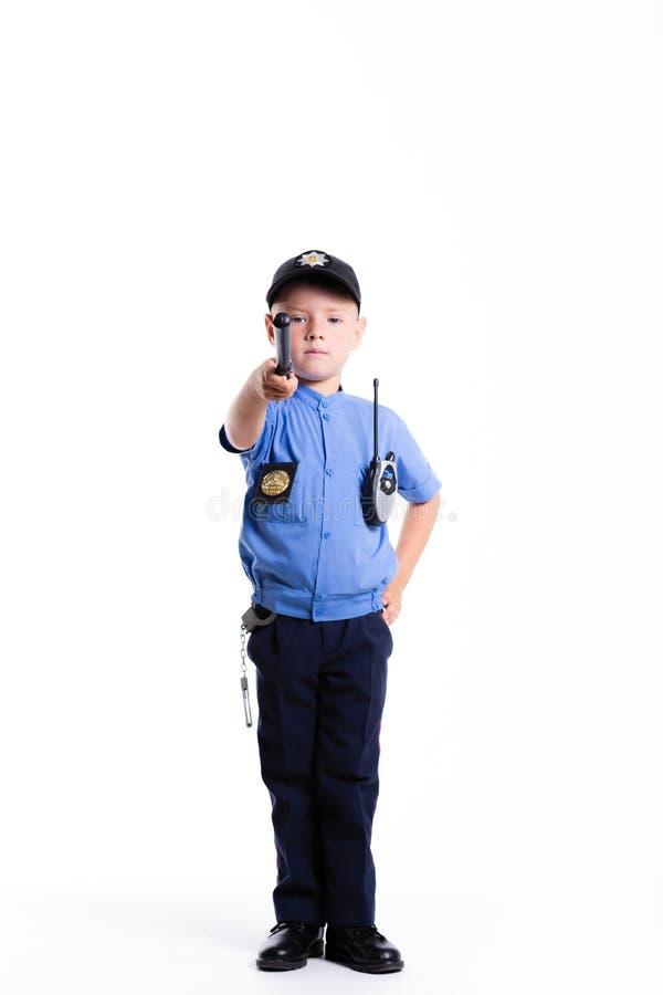 Śliczna mała milicyjna chłopiec z uśmiechem na twarzy i batucie na białym bac fotografia royalty free