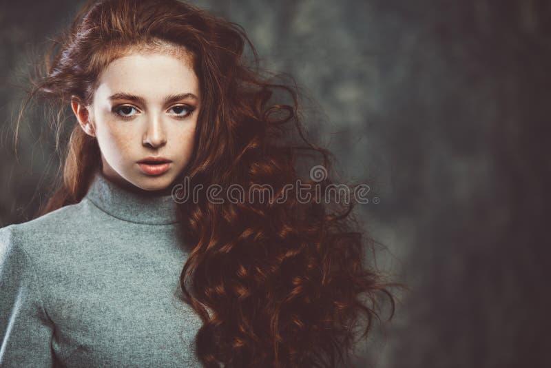 Śliczna miedzianowłosa dziewczyna zdjęcie stock