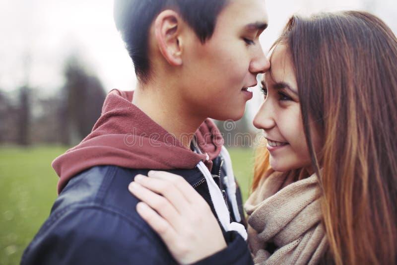 Śliczna nastoletnia miłość zdjęcia stock