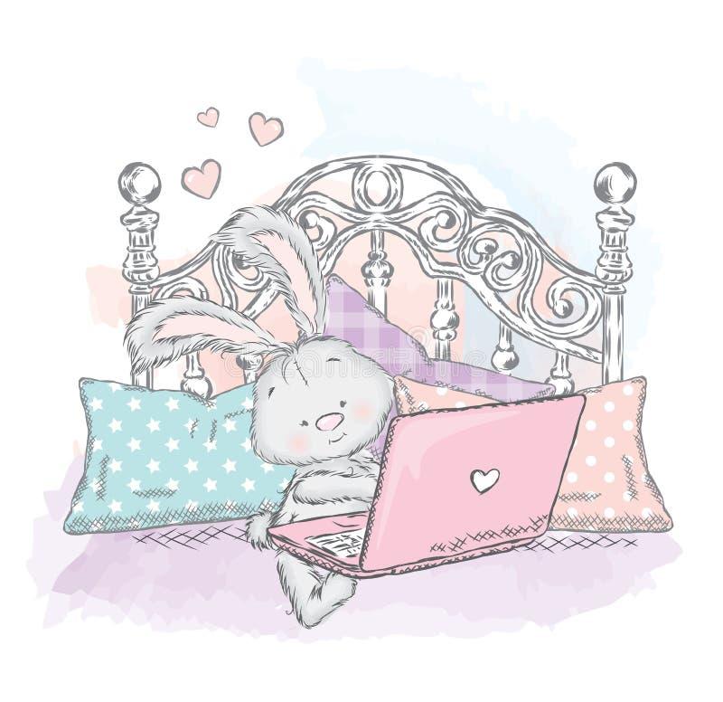 Śliczna zając w łóżku z laptopem Królik poduszki royalty ilustracja