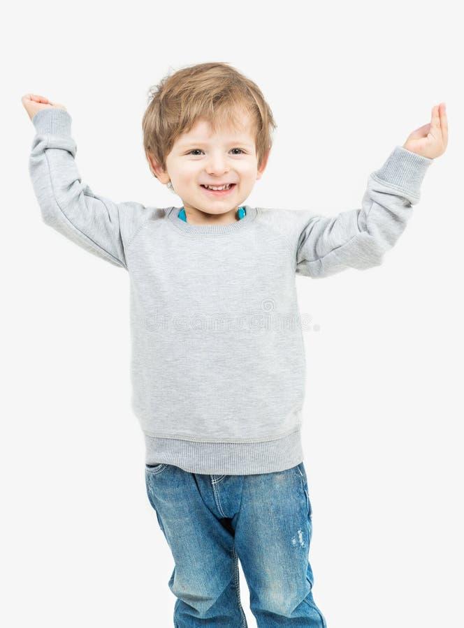 Ślicznej blondynki mała chłopiec ubierał w szarym pulowerze zdjęcie stock