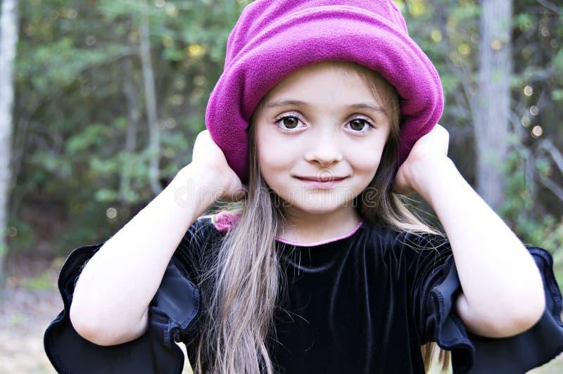 ślicznej dziewczyny kapeluszowe mienia menchie fotografia royalty free