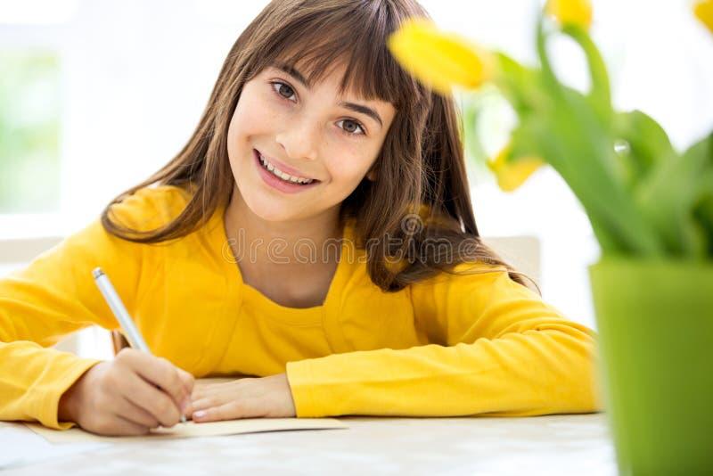 ślicznej dziewczyny mały writing obraz royalty free
