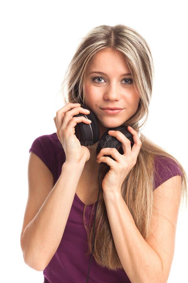 ślicznej dziewczyny słuchająca muzyka zdjęcia royalty free
