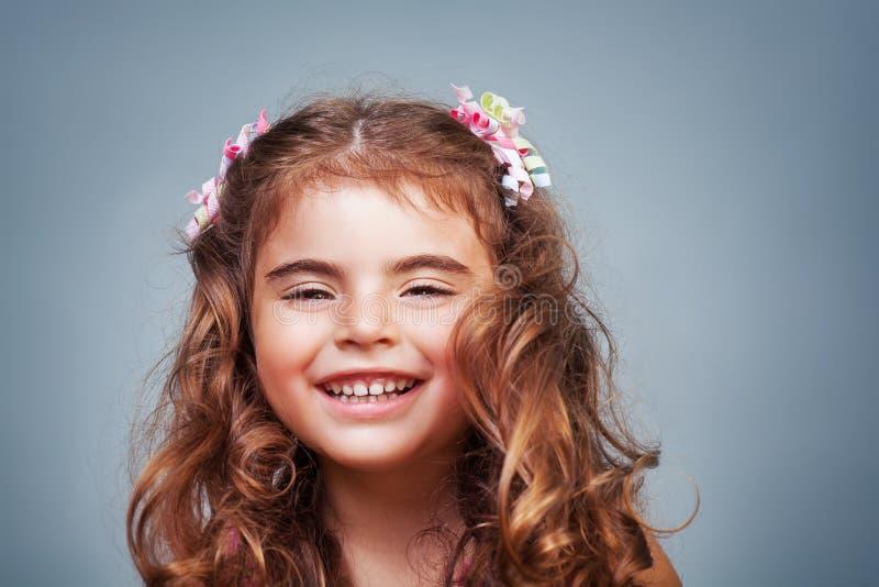 ślicznej dziewczyny szczęśliwy mały zdjęcie royalty free