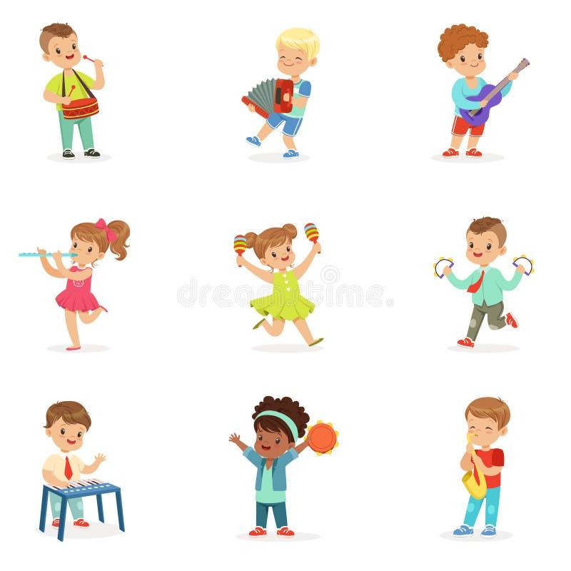 Śliczni dzieci tanczy instrumenty muzycznych i bawić się, set dla etykietka projekta Kreskówek szczegółowe kolorowe ilustracje royalty ilustracja