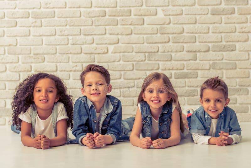 Śliczni eleganccy dzieci zdjęcia stock