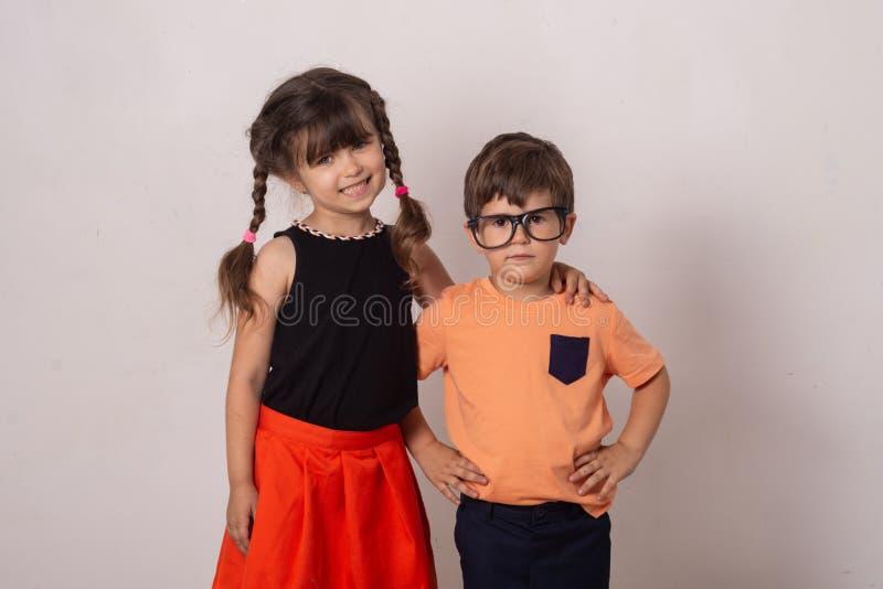 Śliczni eleganccy dzieci z powrotem szkoła fotografia stock