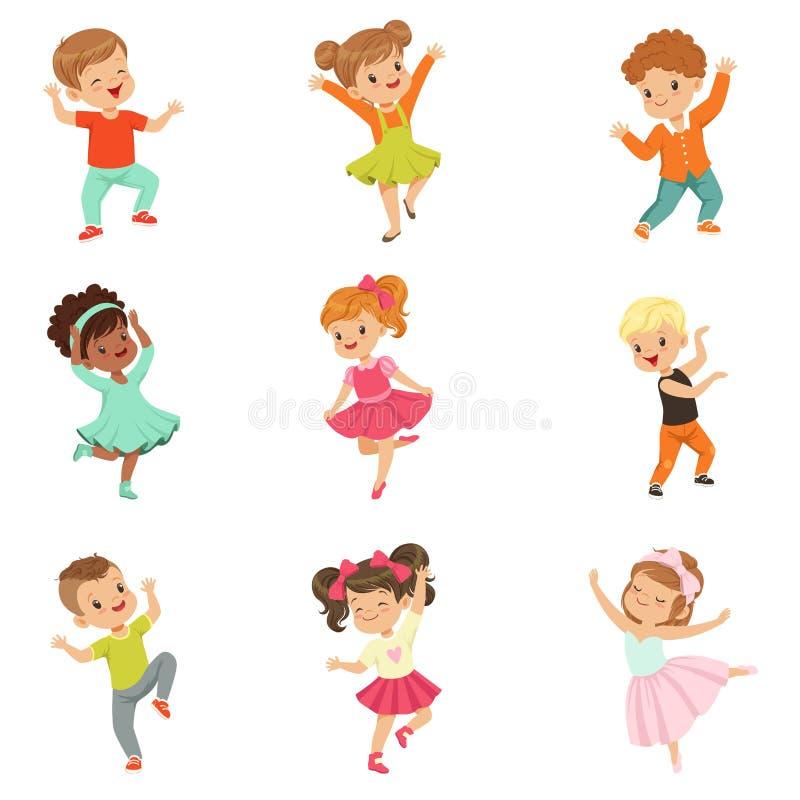 Śliczni małe dzieci tanczy setu, nowożytnego i klasycznego tana wykonującego dziecko wektorowymi ilustracjami na bielu, ilustracji