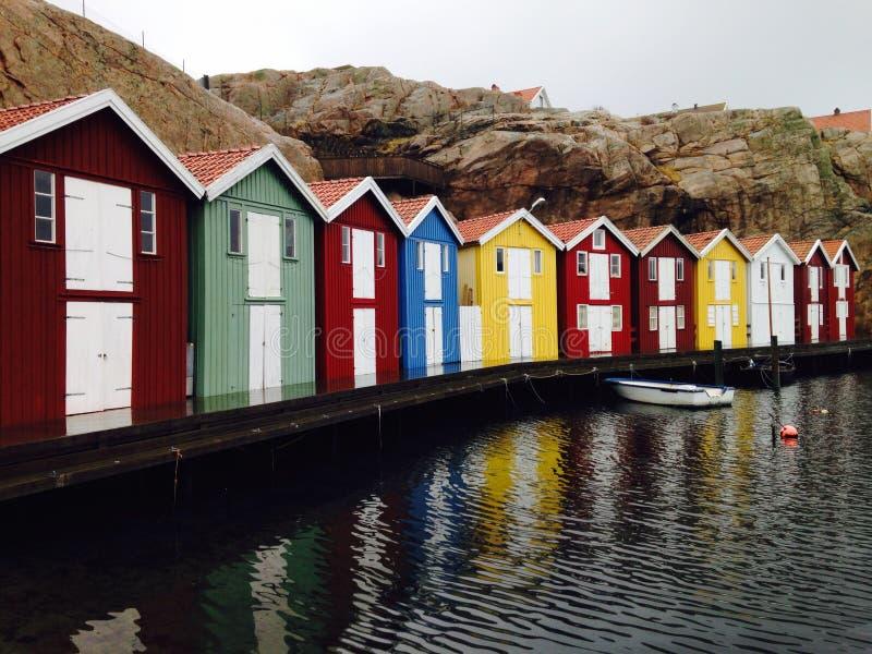 Śliczni mali domy Smogen Szwecja fotografia stock