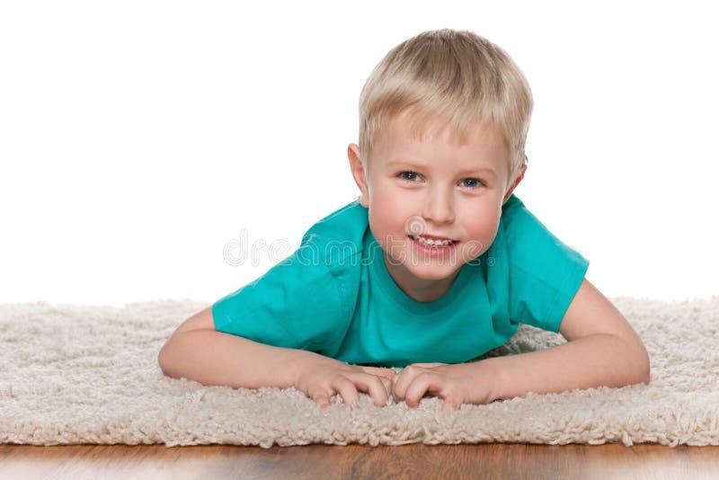 Download Śliczny Chłopiec Odpoczywać Obraz Stock - Obraz złożonej z positivity, chłopiec: 41951403