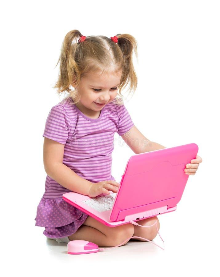Śliczny dziecko bawić się na laptopie na biały tle fotografia stock