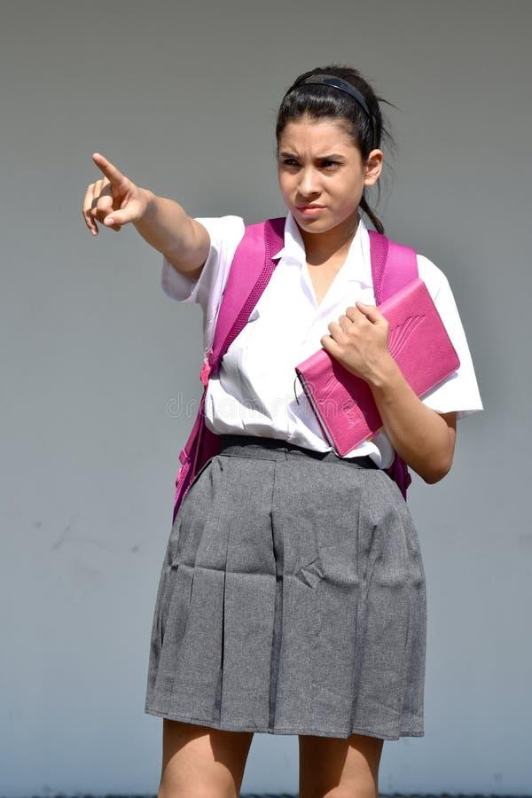 Śliczny Kolumbijski Żeński uczeń Wskazuje Będący ubranym mundurek szkolnego Z notatnikiem zdjęcie stock