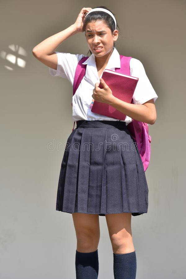 Śliczny Kolumbijski dziewczyna uczeń, zamieszanie Jest ubranym mundurek szkolnego I zdjęcia stock