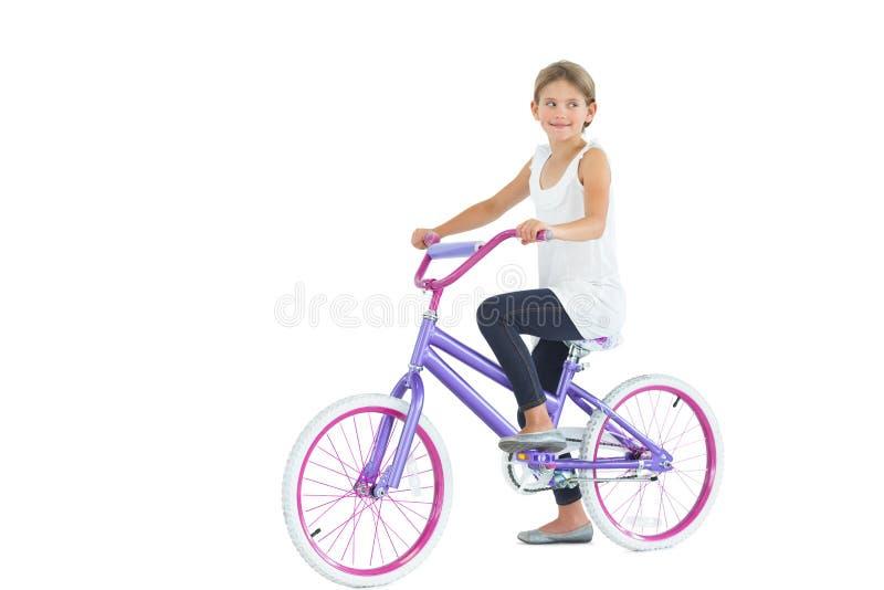 Śliczny młodej dziewczyny jazdy rower obrazy stock