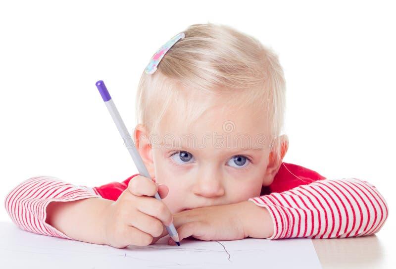 Śliczny mała dziewczynka rysunek z ołówkami zdjęcia stock