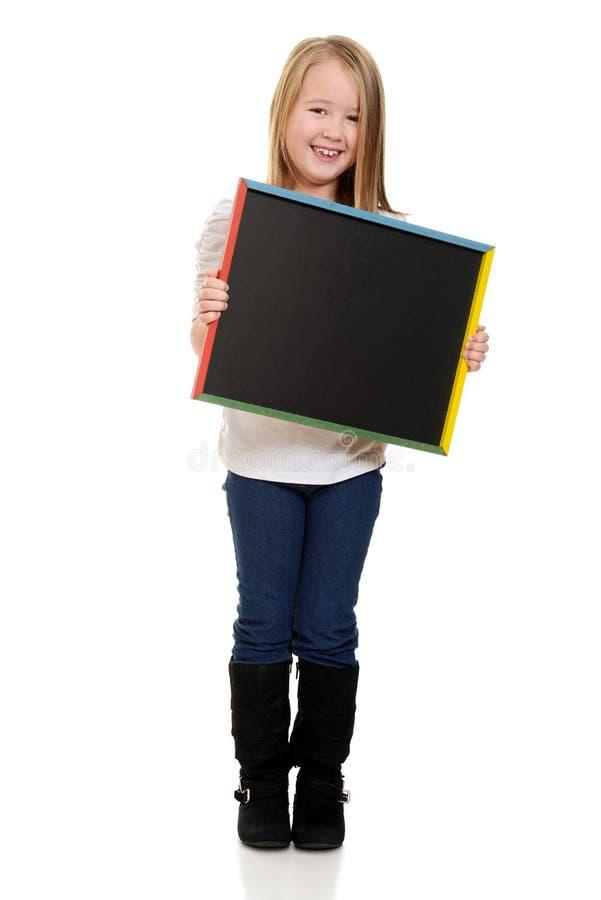 Śliczny małej dziewczynki mienia blackboard obraz royalty free