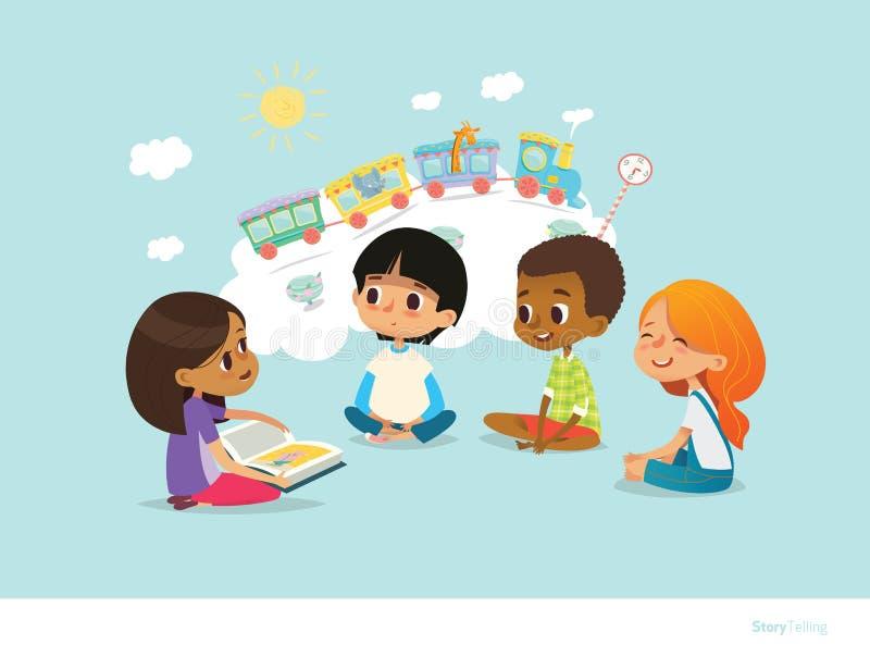 Śliczny małej dziewczynki mienie książkowy i mówi opowieść jej przyjaciele siedzi wokoło na podłoga i wyobraża sobie zwierząt pod ilustracji
