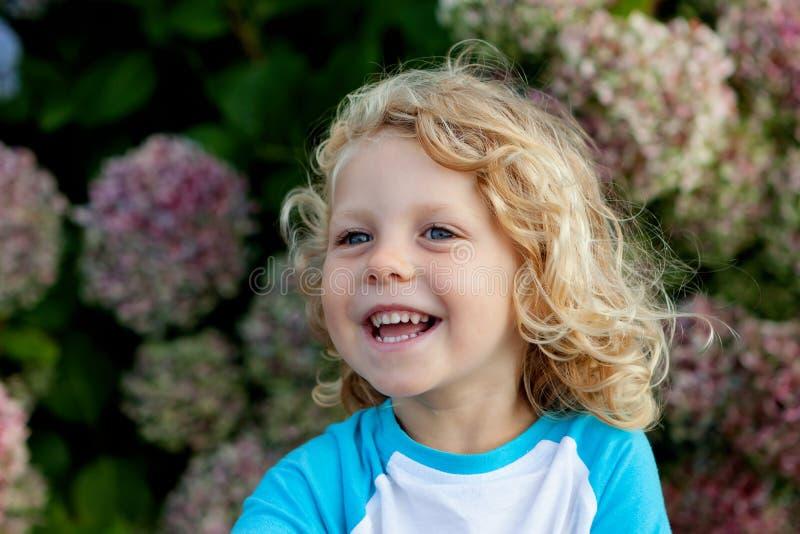 Śliczny mały dziecko z długie włosy zdjęcia royalty free