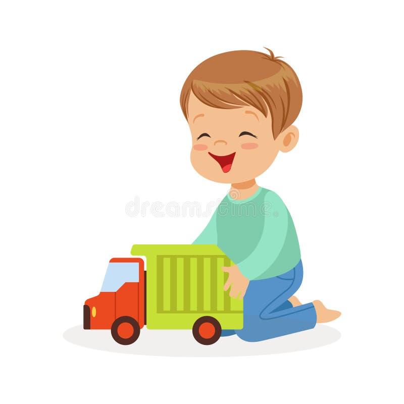 Śliczny szczęśliwy chłopiec obsiadanie na podłoga bawić się z zabawki ciężarówką, kolorowa charakteru wektoru ilustracja ilustracja wektor