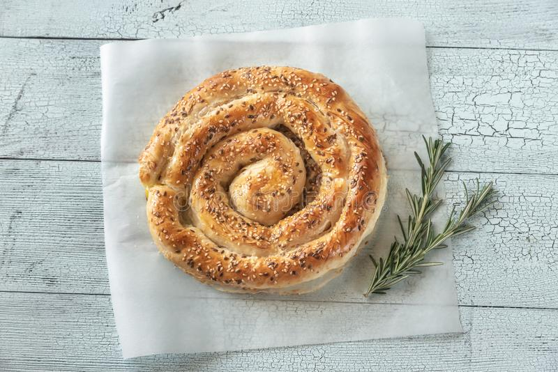 Ślimakowaty phyllo kulebiak z feta zdjęcie royalty free
