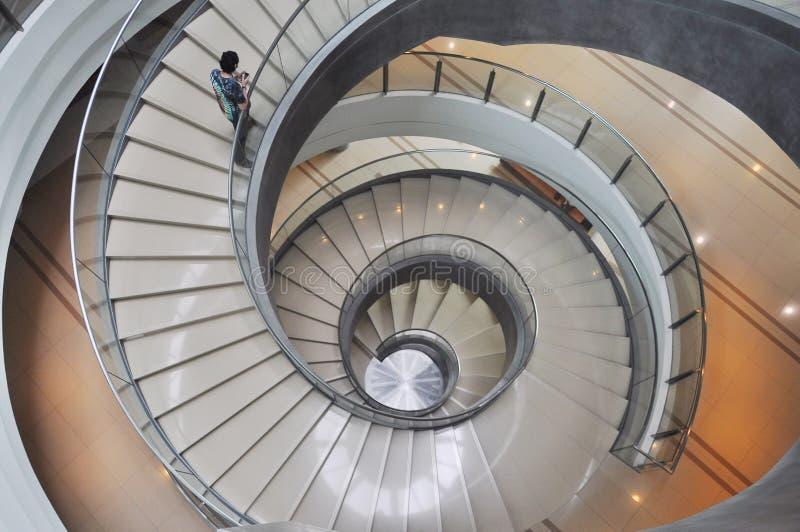 Ślimakowaty schody wśrodku budynku zdjęcia stock