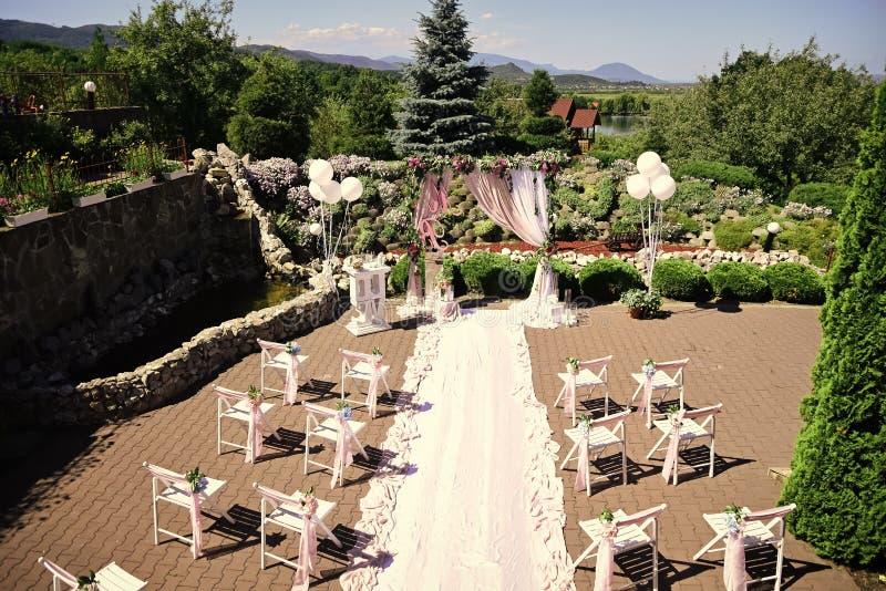 Ślubna agencja Ślubnej ceremonii dekoraci pogodny lato plenerowy fotografia royalty free