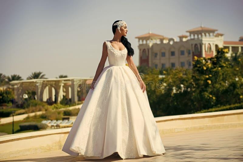 Ślubna agencja sukienka ślubna panny młodej white obraz stock