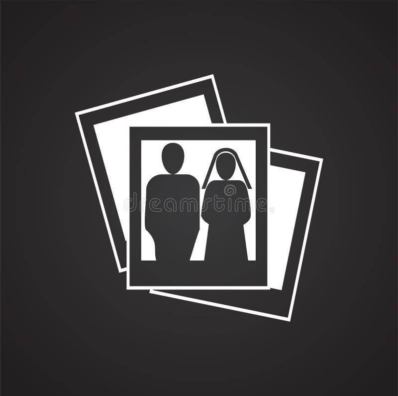 Ślubna fotografii kart ikona na czarnym tle dla grafiki i sieci projekta, Nowożytny prosty wektoru znak kolor tła pojęcia, niebie ilustracji