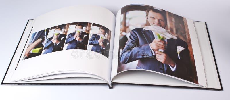 Ślubna fotografii książka elegancki młody caucasian fornal obraz royalty free