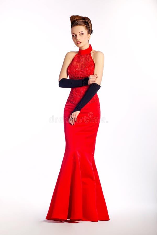Ślubna panna młoda - czerwieni ślubna suknia, czarny rękawiczki zdjęcia stock
