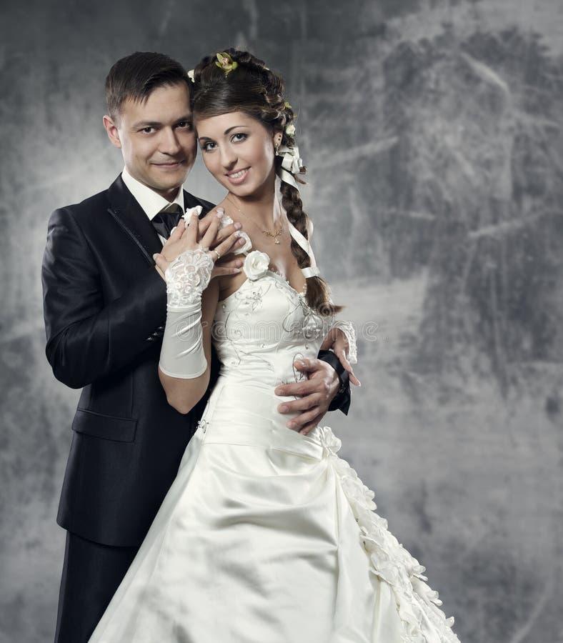 Ślubna para, państwo młodzi zdjęcia royalty free