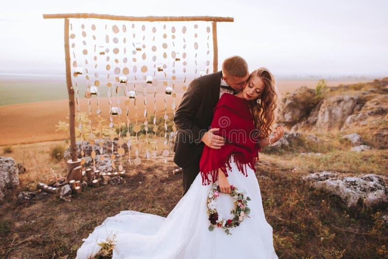 Ślubna para w wieczór obraz stock