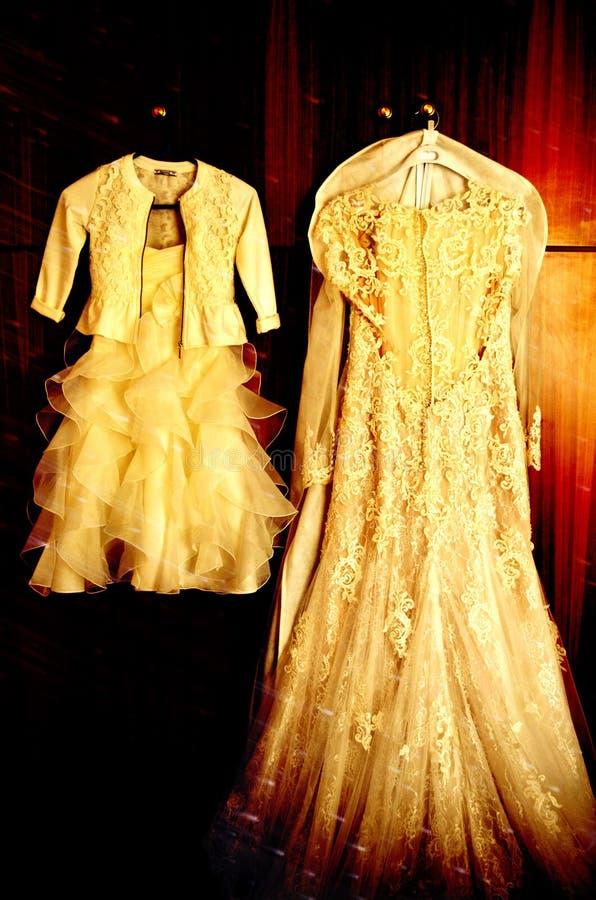 Ślubna suknia i mini suknia zdjęcie stock