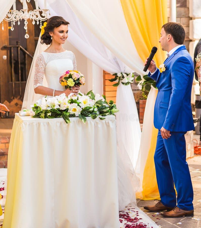 Ślubni ślubowania przy ceremonią zdjęcia stock