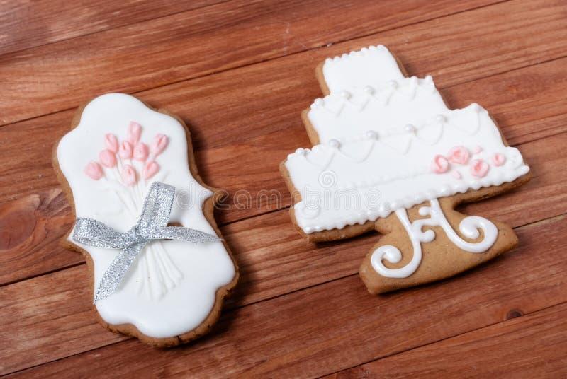 Ślubni piernikowi ciastka ustawiający zdjęcia royalty free